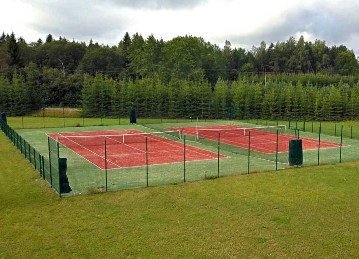 Adila tenniseväljakud